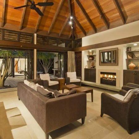 Big lounge with fireplace